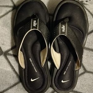 Nike comfort footbed flip-flops